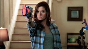 140509_2781081_The_Mysteries_of_Laura_Official_Trailer_anvver_8